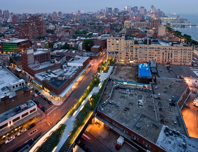 Are the areas underneath the High Line becoming too gentrified, and at what expense?Image: Iwan Baan